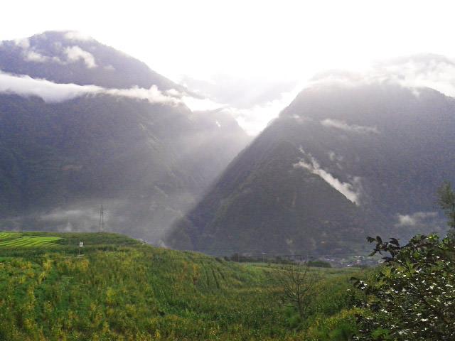 זריחה מעירה את תושבי בינג ג'ונג לואו (צילום: חיים קלאי)