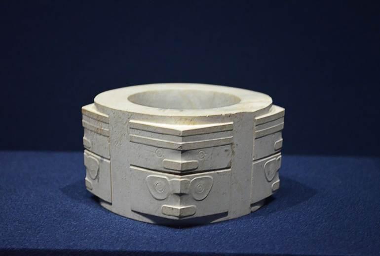 """צונג, תרבות ליאנג-ג'ו (2200-3200 לפנה""""ס) (צילום: נוגה פייגה)"""