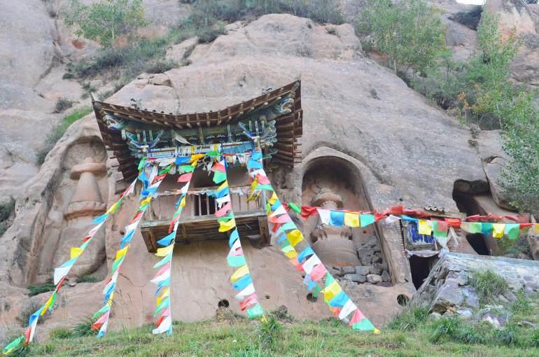 מאטי סה. עשרות מקדשים פזורים בשטח (צילום: נוגה פייגה)