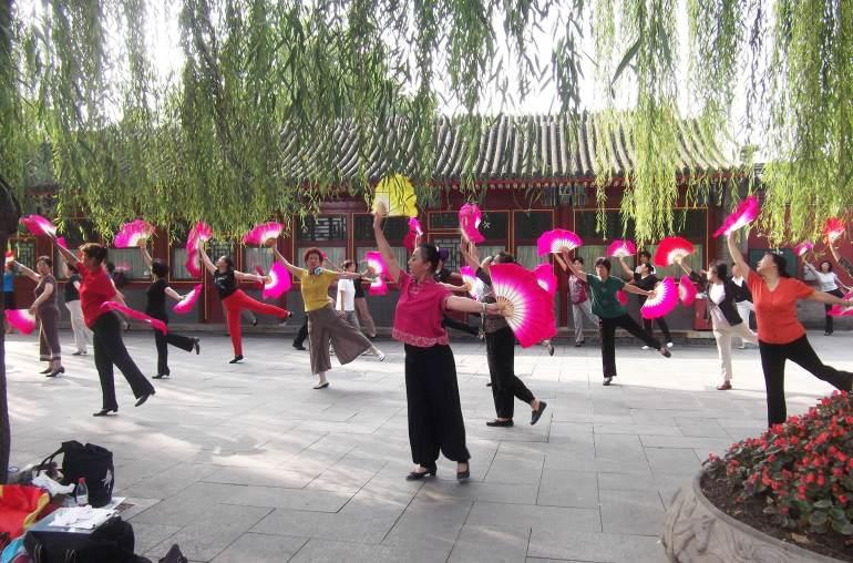 ריקודים בפארק בייחאי (צילום: נוגה פייגה)