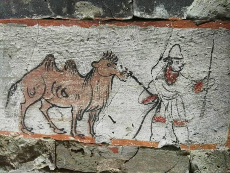קברי ווי וג'ין. תמונות מחיי היום-יום על דרך המשי העתיקה (צילום: שני אפלבאום)