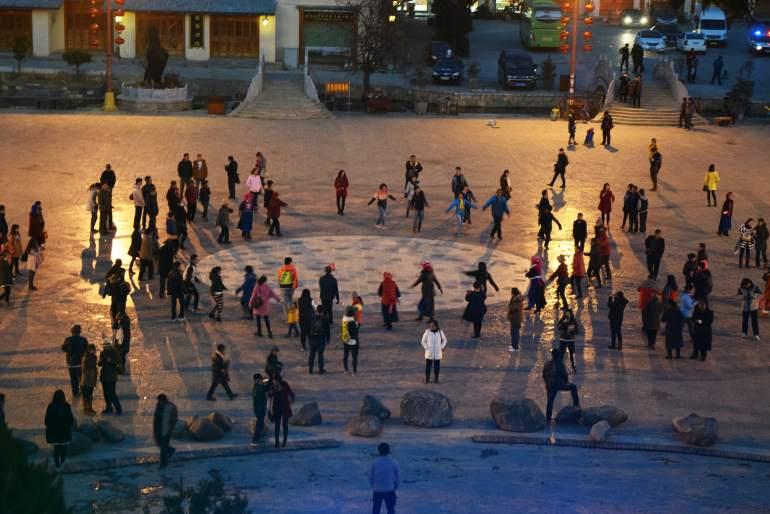 ריקודים טיבטים בכיכר (צילום: טל ניצן)