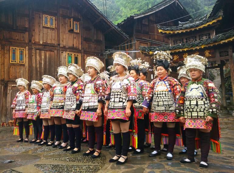 בנות המיאו בריקוד מסורתי בדה-טאנג (צילום: יובל לוי)