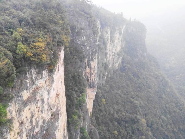 הנוף מגשר הזכוכית הגדול של עמק דז'אנג-ג'יה-ג'יה (צילום: נוגה פייגה)