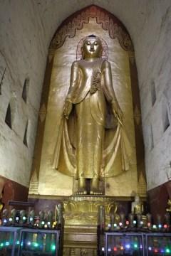 A replica Buddha at Anada Pahto