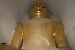 Huge sitting Buddha squeezed into Manuha Paya