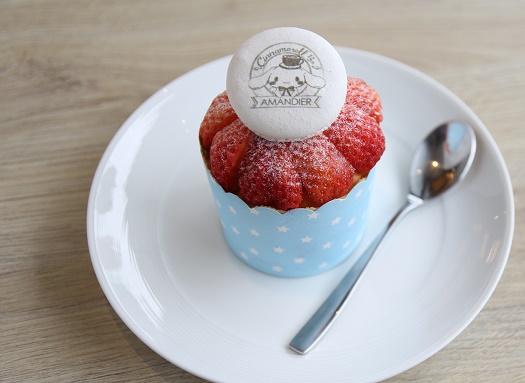 草莓馬卡龍杯子蛋糕.$110