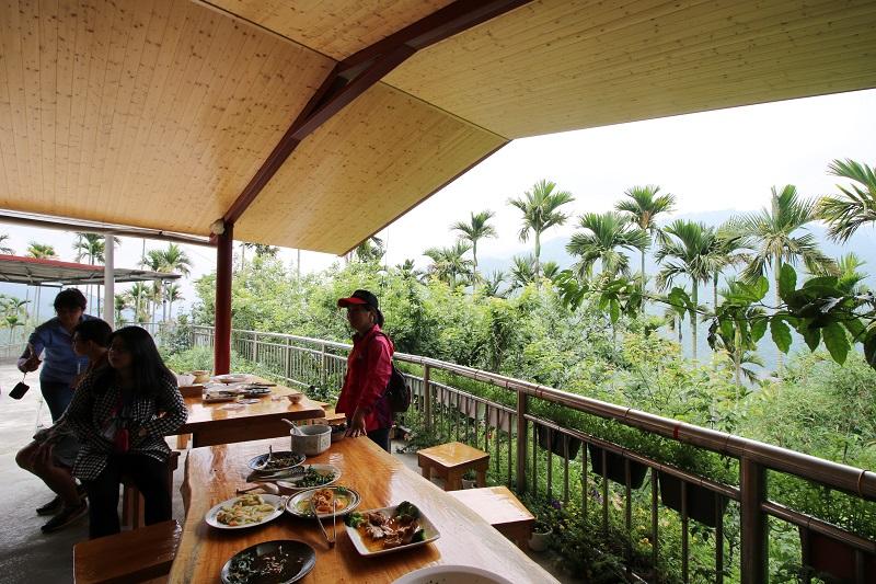 03-華姐野菜舖子-半露天的用餐環境,可在山風輕拂中享受野菜香氣