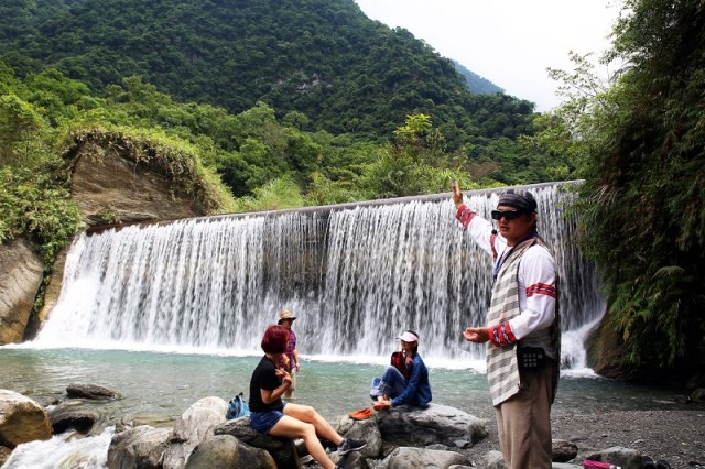 04-翡翠谷-清澈的琉璃瀑布,美得有如一幅玻璃珠簾