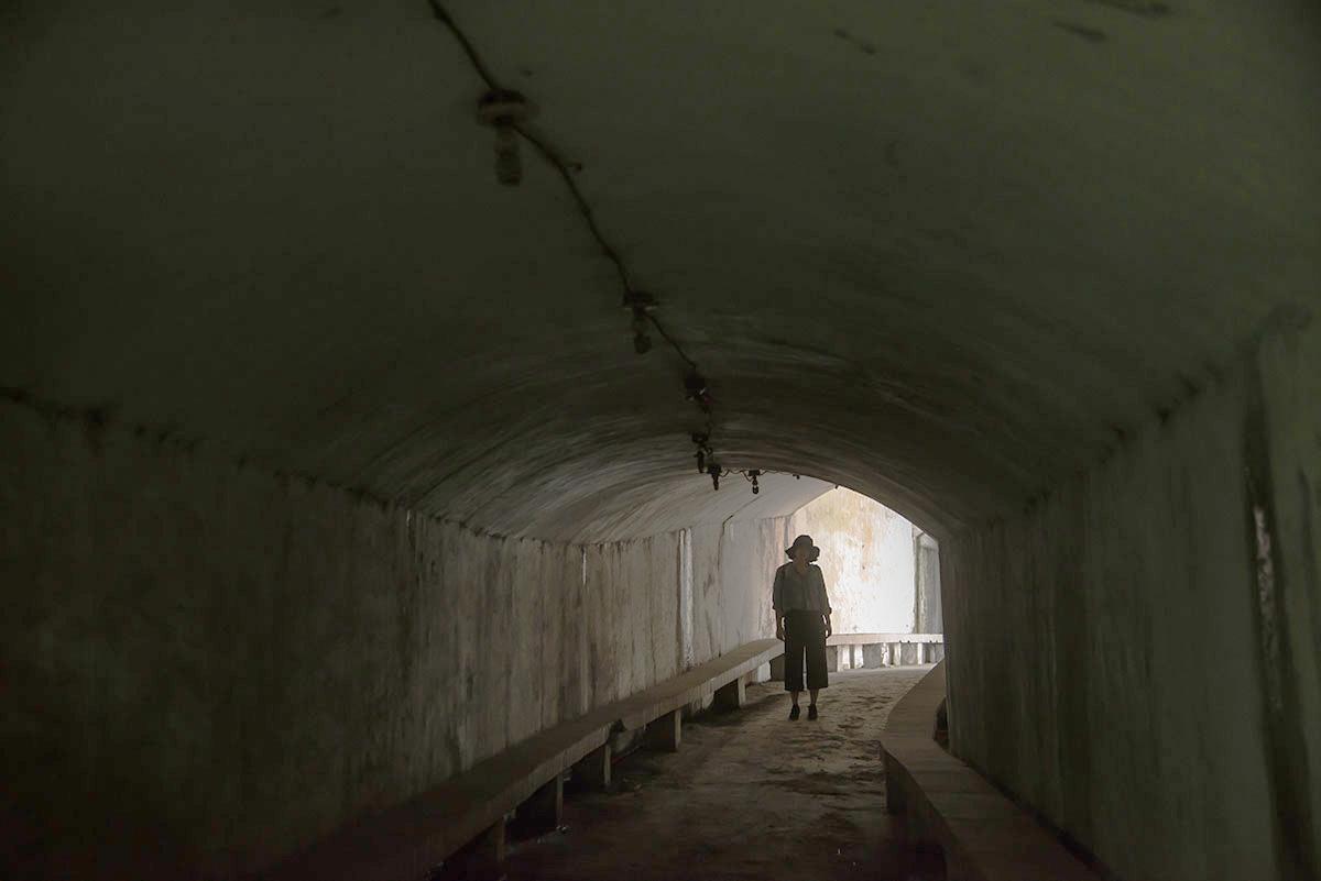 探索防空洞,能不能進去還要靠運氣呢