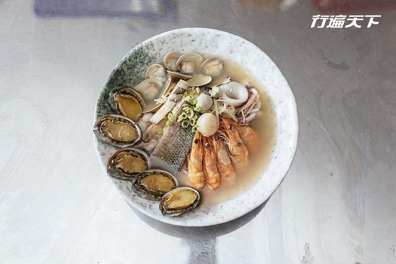 用脸盆吃粥?台南独有巨无霸海鲜饭汤霸气上桌
