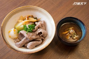 長谷川在佑主廚和Richie主廚共同創作日本和牛料理,第六道料理:日本和牛沙朗拌飯