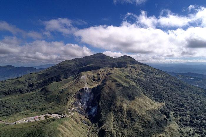 探索火山奇蹟,4月來一趟陽明山漫遊健行