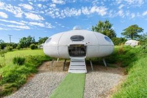 住進太空艙不是夢想,airbnb精選5間「星際住所」,還只要11美金