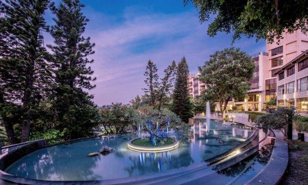 南台灣,高雄,花季度假飯店,碳酸氫鈉泉,美人湯,冷泉,游泳池,湯池