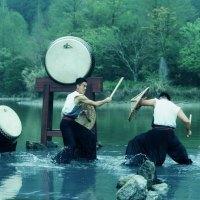 宜蘭秘境|明池水中劇場上映池中劍 十鼓擊樂團敲響山林