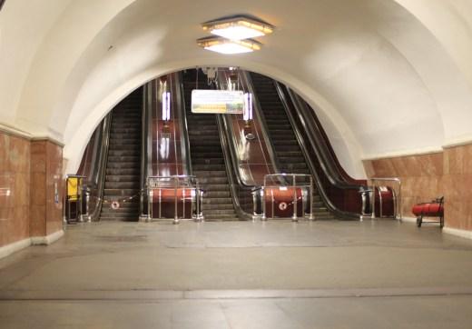Pięć stacji metra ewakuowanych z powodu zagrożenia bombowego w Kijowie