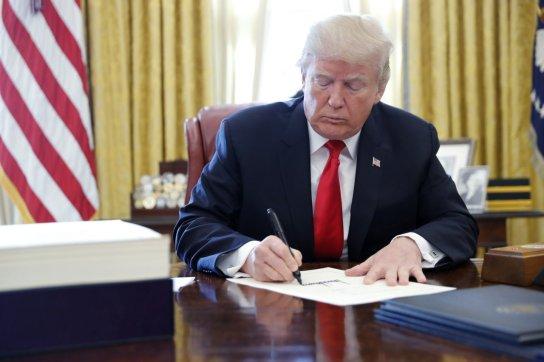 Historyczna chwila. Trump zniósł wizy dla Polaków