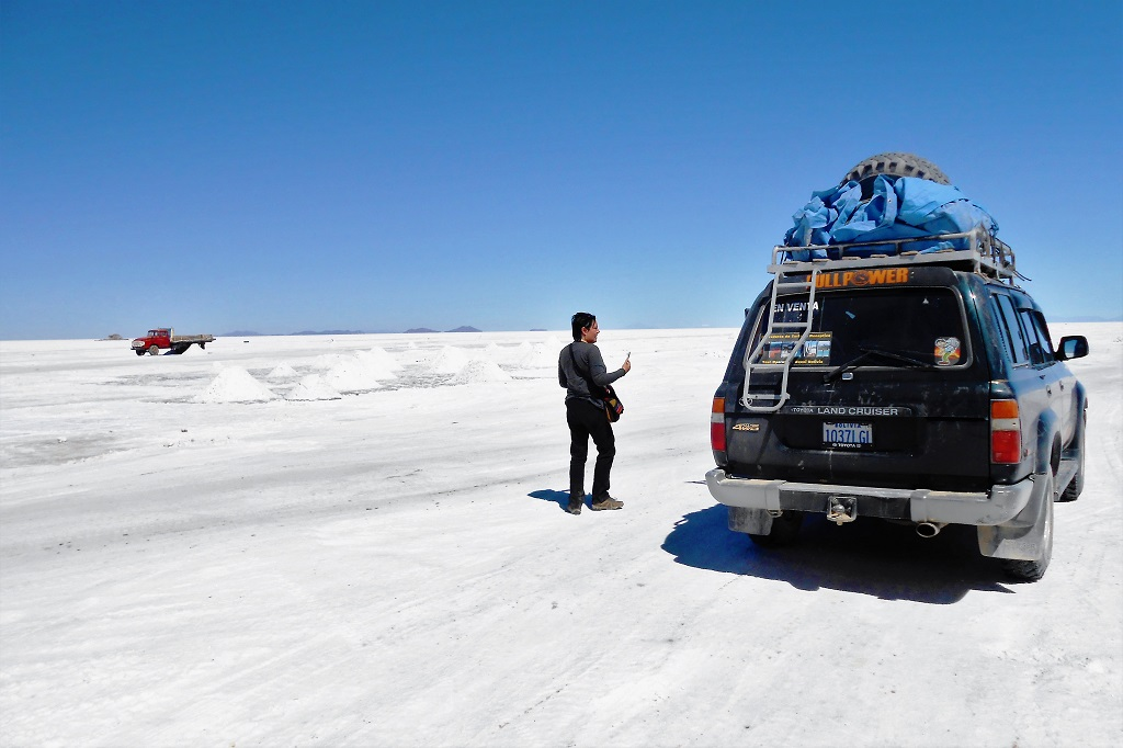 Salt flats stop and break from cramped jeep