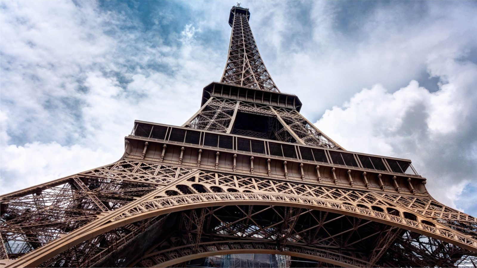 Flight Deal Round Trip From San Francisco Area to Paris