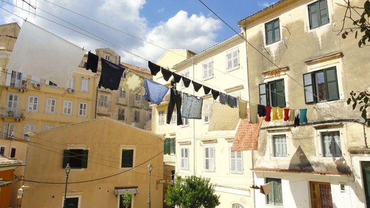 Panni stesi a Corfu, Grecia