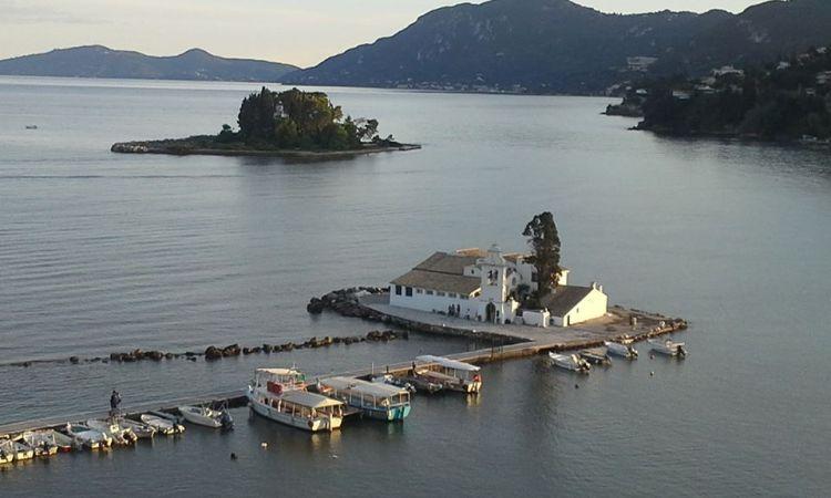 Isola di Corfù, nelle Ionie