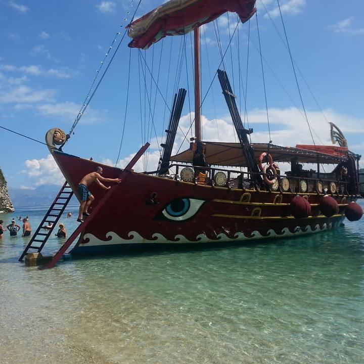 Galeone nelle acque ioniche