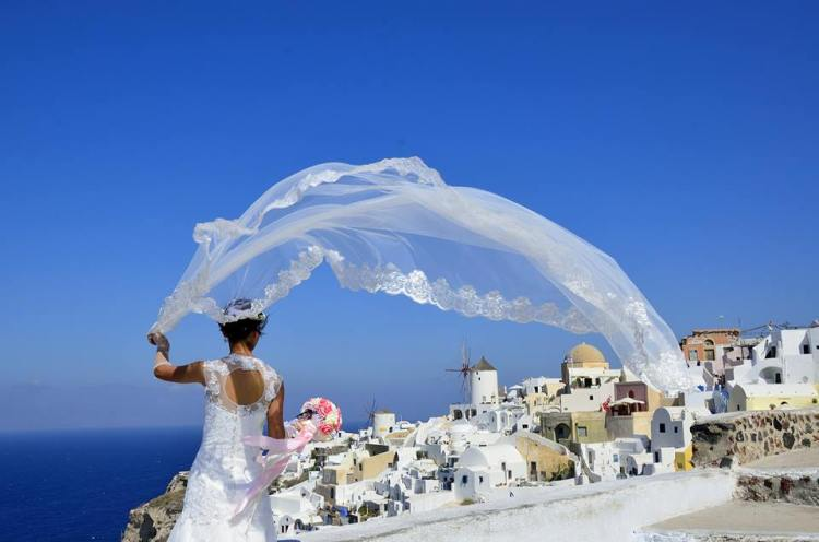 Sposa a Santorini