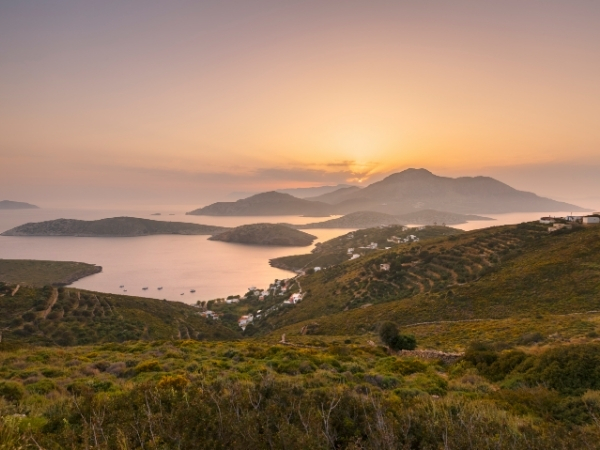 Vista di Ikaria al tramonto da Fourni