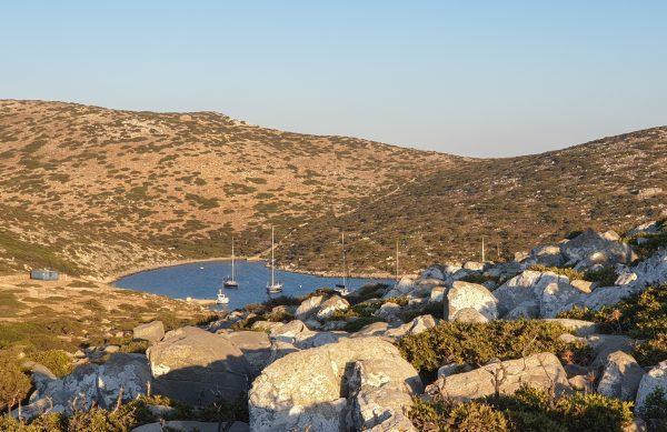 La baia di Levitha, isola disabitata della Grecia