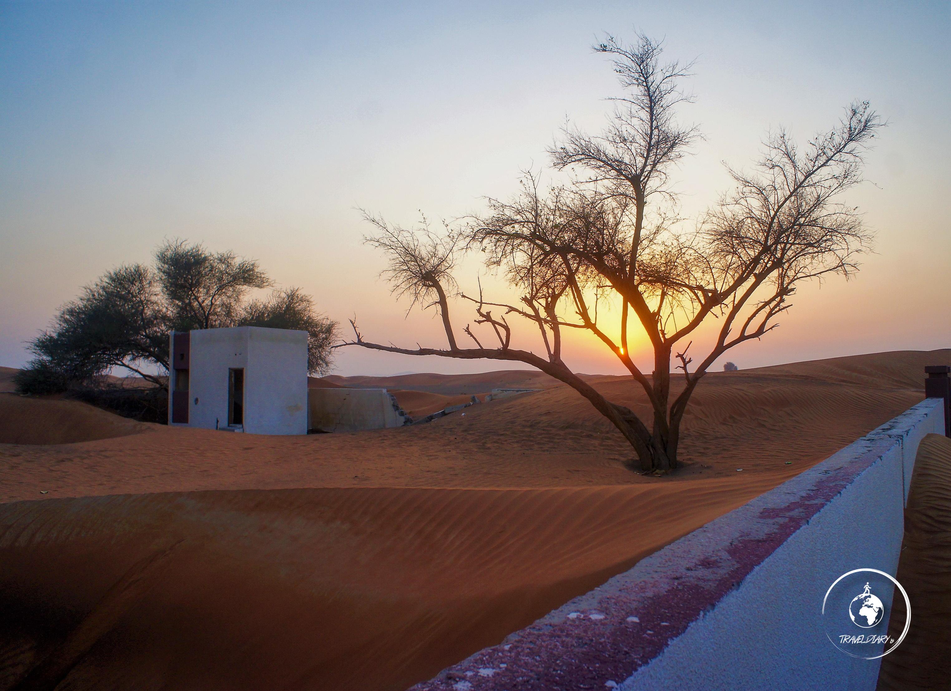 Tramonto alla ghost town di Al Madam
