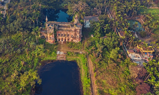 Of English Architecture inspired Castles and Mansions in Dhanyakuriya, Bengal