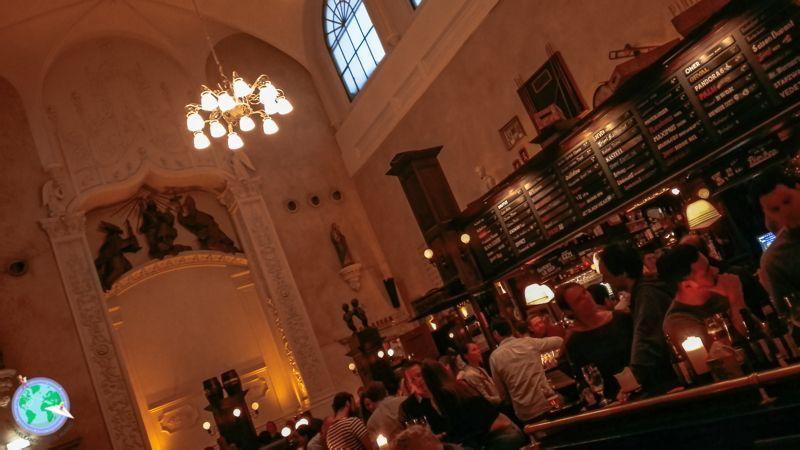 Antigua iglesia convertida en bar r1