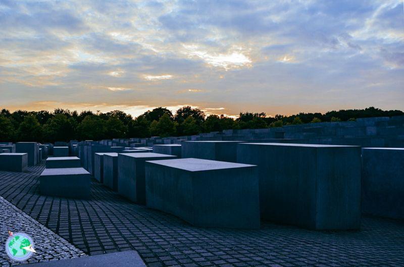 Berlin - Monumento del holocausto con el atardecer