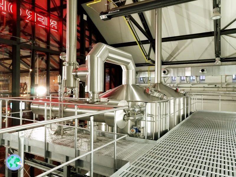 Interior de la fábrica de cerveza