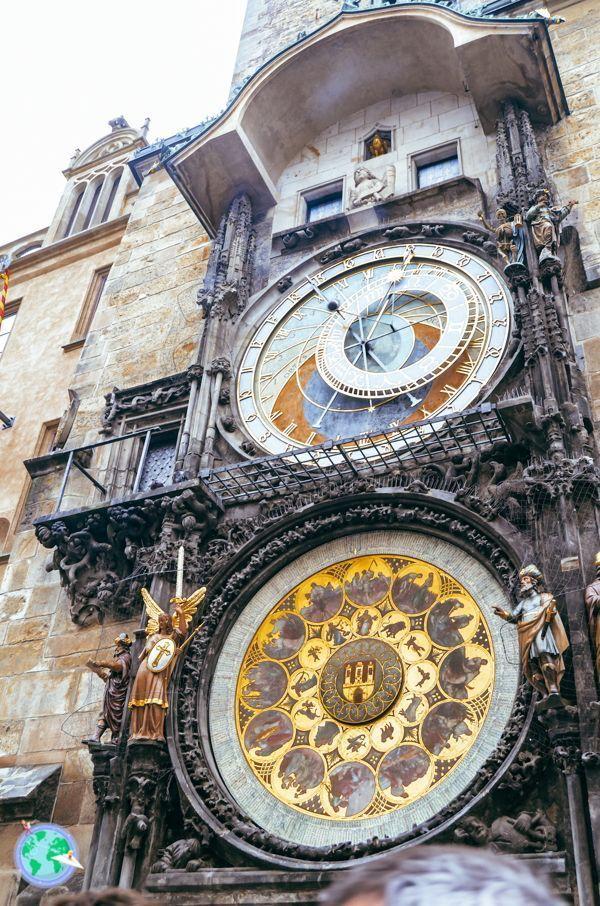 Centro Europa - Reloj astronómico r1