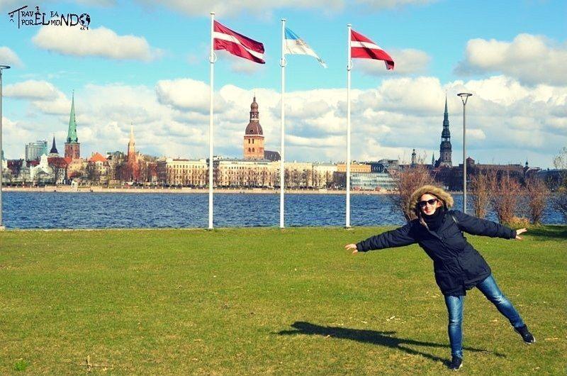 Vistas de Riga desde el otro lado del río