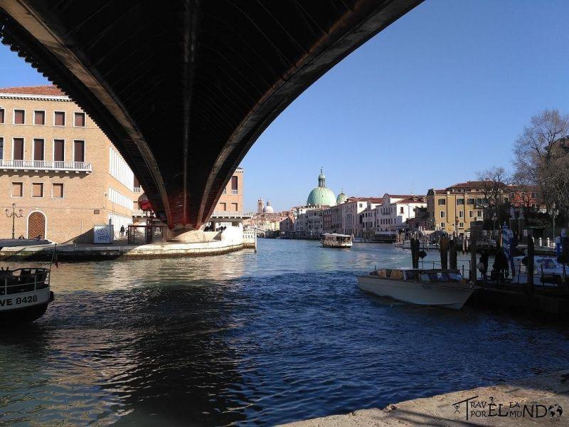 Bajos de los puentes de venecia