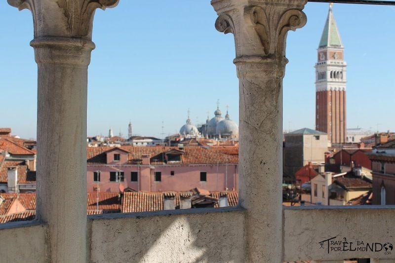 Vista desde la escalera en el palacio Contarini del Bovolo