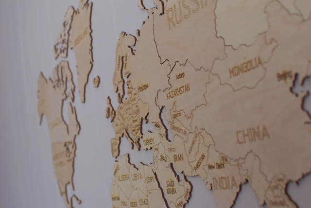 Muurdecoratie: een houten wereldkaart