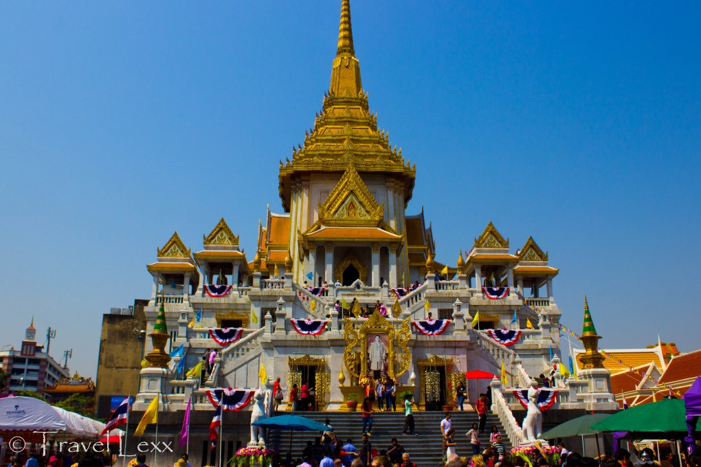 The building housing the Golden Buddha at Wat Traimit complex