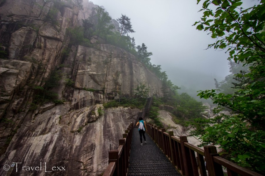 walkways, Seoraksan hike