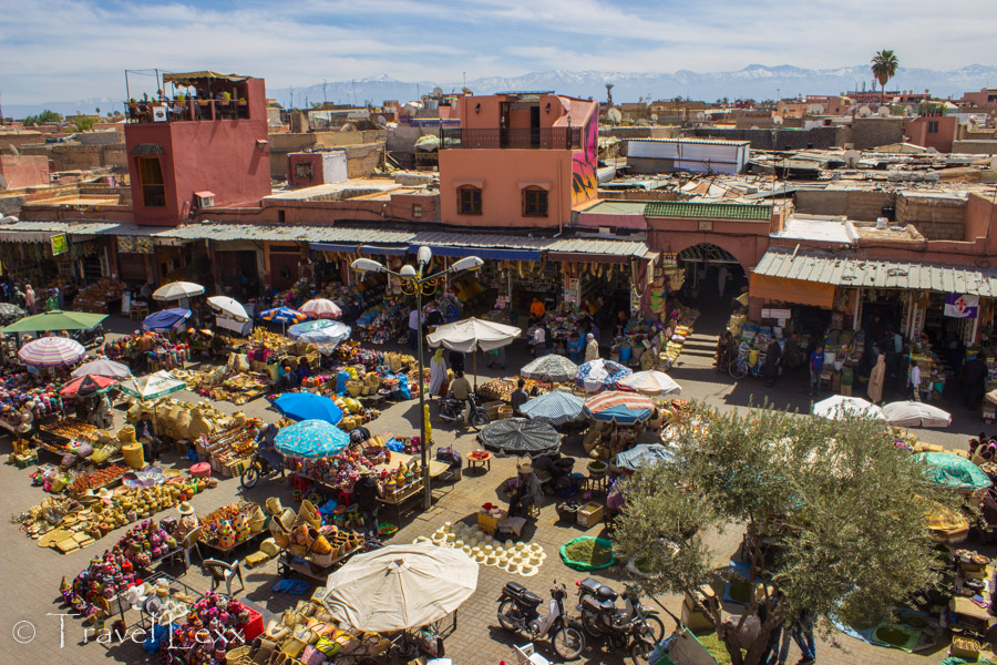 Market square - Ways to save money while travelling