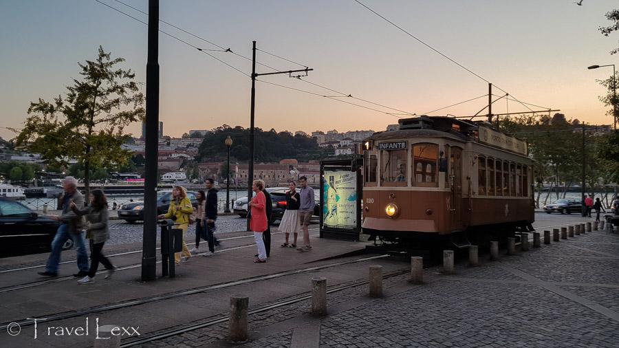 Tram in Porto - Capela do Senhor da Pedra