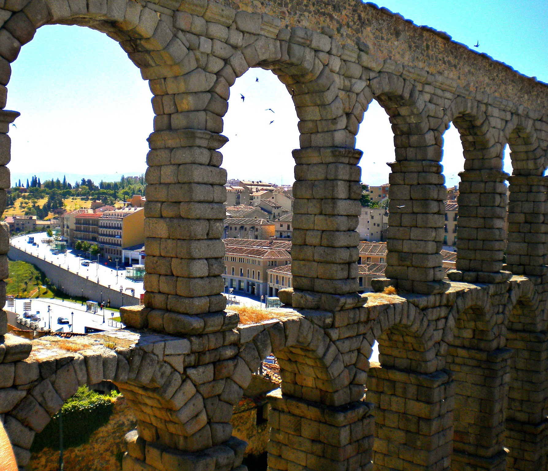 a must see in segovia roman aqueduct