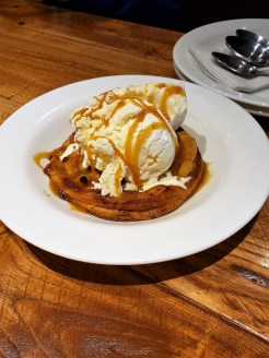 Giordanos Arizona - apple pan pie - travel foodie mom