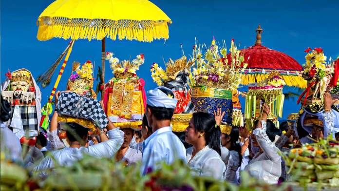 https://i2.wp.com/travelfore.com/wp-content/uploads/2015/02/Ceremony-The-Heart-And-Soul-of-Balinese-Culture.jpg?resize=696%2C392&ssl=1