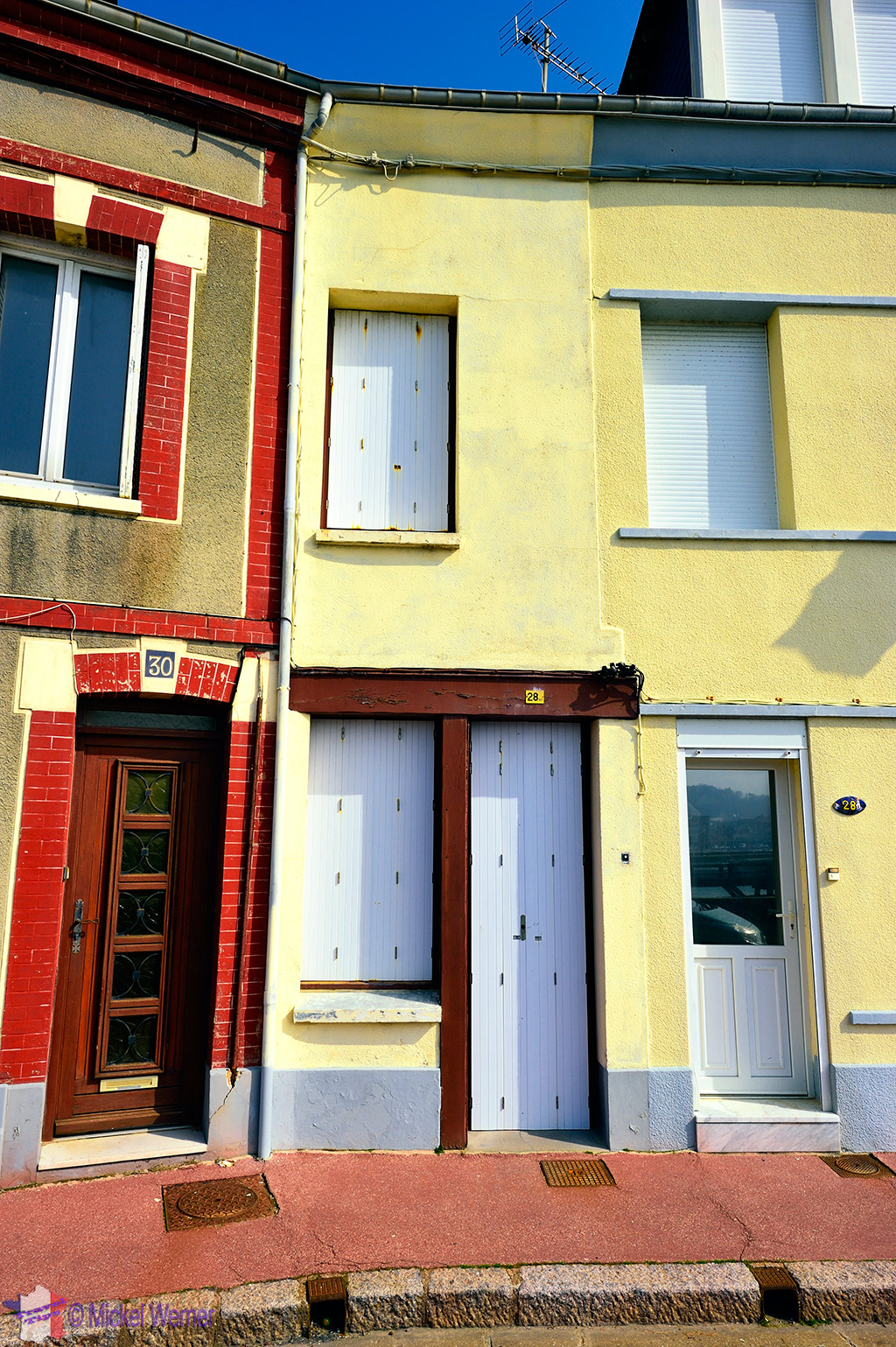 3 fishermen houses next to each other in Fecamp