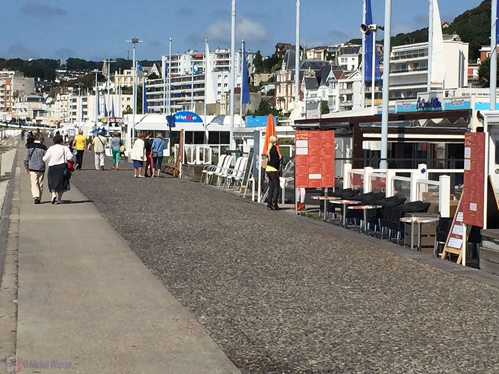 Le Havre beach promenade's restaurants