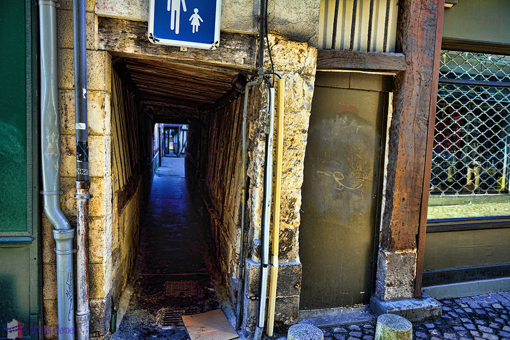Narrow alley in Rouen